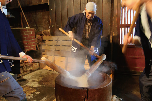 Mochi Pounding,a Unique 150-year-old Method